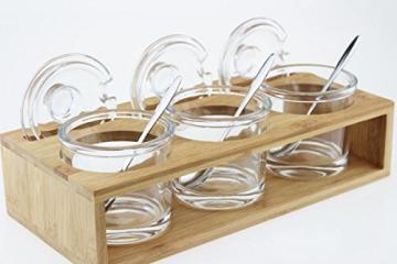 Sendez 3 Gewürzgläser mit Holzgestell und Löffeln Gewürzdosen Parmesandosen Marmeladendosen Set Honigdose Dose Zuckerdose Salzdose Vorratsdose 27x13x12cm 10-TLG - 2