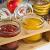 Sendez 3 Gewürzgläser mit Holzgestell und Löffeln Gewürzdosen Parmesandosen Marmeladendosen Set Honigdose Dose Zuckerdose Salzdose Vorratsdose 27x13x12cm 10-TLG - 5